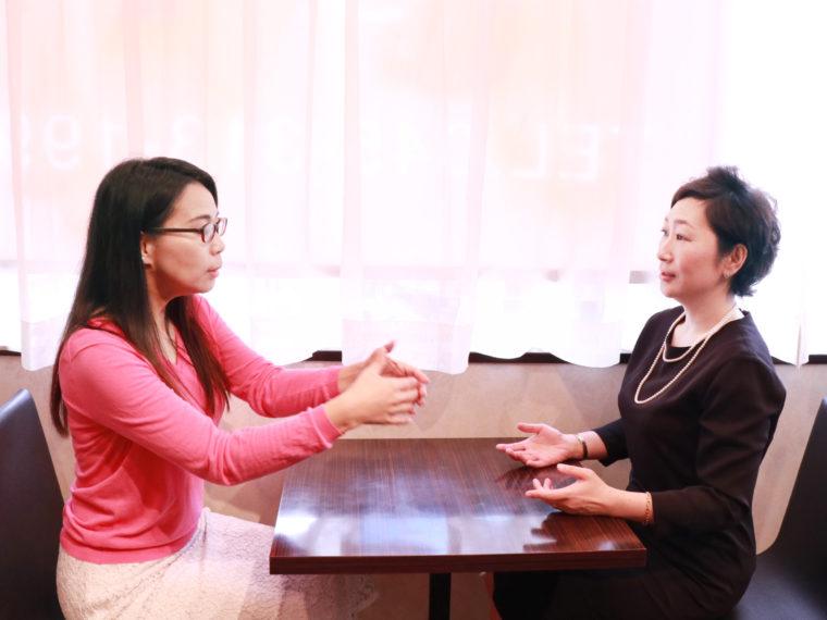 大河原光子(時間マネジメントコーチ/ Office Mittwin代表)とペディキュール代表西谷裕子